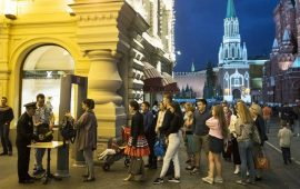 Moscow faces bomb calls, evacuates 100,000 people